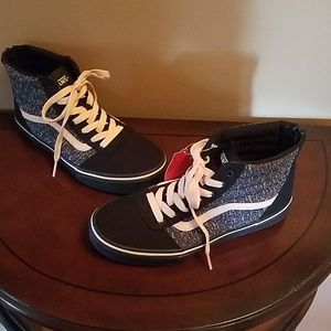 VANS SNEAKERS NEW- Missy/Big Kid  US Sz 4